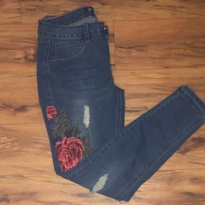 Embroidery skinny jeans